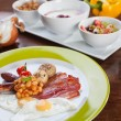 Full English breakfast with quail eggs — Stock Photo