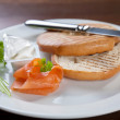 Bagel with cream cheese and salmon — Stock Photo