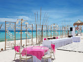 Luxury wedding on a beach — Stock Photo