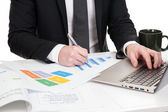 Businessman analysing data — Stockfoto