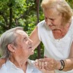 Elderly couple enjoying life together — Stock Photo