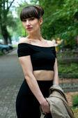 Mujer elegante en la calle — Foto de Stock