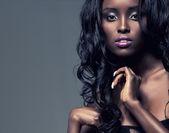セクシーな黒の少女の肖像画 — ストック写真