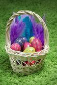 Uova di pasqua nel cestino — Foto Stock