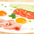 Breakfast with bacon, fried eggs and slices tomatoes — Stock Photo #25732531
