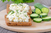 Sandwiches with curd cheese and cucumber slices — 图库照片