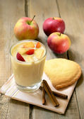 Yogurt with fruit — Stock Photo