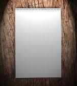 Notatnik na drewniane tła. — Zdjęcie stockowe