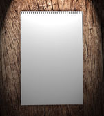 Notebook na dřevěné pozadí. — Stock fotografie