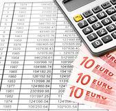 Kalkulačka a bankovek eura na dokumentech. — Stock fotografie
