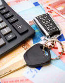 Calculators and keys for euro banknotes. — Stock Photo