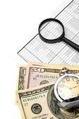 Relógio, lupa, documentos e rolo de dinheiro. — Fotografia Stock