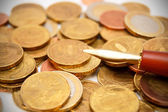 Pen on gold coins. — Stock Photo
