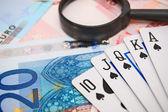Lupas e cartões de jogo para o euro. — Foto Stock