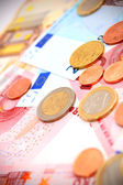 Coins for euro banknotes. — 图库照片