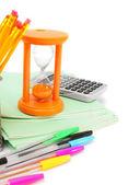 Regreso a la escuela. accesorios de la escuela en un fondo blanco. — Foto de Stock