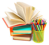 Basket with felt-tip pens, pens, pencils with books. On a white background. — Fotografia Stock