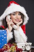 Niña santa sonriente en el teléfono — Foto de Stock