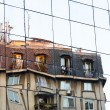 Old building reflecting on modern glass facade - 图库照片