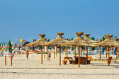 Spiaggia ombrelloni reed — Foto Stock