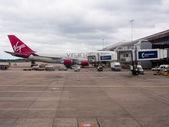 Virgin Atlantic 747 at Manchester airport — Stock Photo
