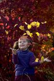 Bambino in autunno — Foto Stock