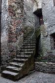 Casa e escadas de pedra velhas — Foto Stock