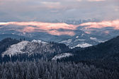 Valle de la montaña nublada — Foto de Stock