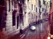 Vintage style photo of small canal in Venice — Stock Photo