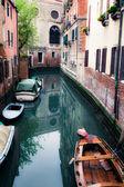在威尼斯的小运河 — 图库照片