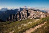 Tre cime 近くの山の尾根のパノラマ ビュー — ストック写真