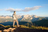 Man on the top of the mountains — Stock Photo