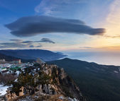 Sunrise over Ai-Petri mountain — Stock Photo