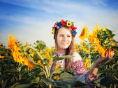 Beautiful young woman at sunflower field — Stock Photo