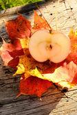 Half apple... — Stock Photo
