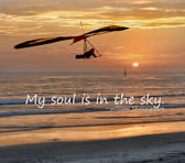 Hang glider with a beautiful sunset background — Stock Photo