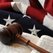 Foto Stock: Gavel over book with flag