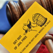 Yellow playing card with gavel atop US flag — Stock Photo #38781389