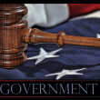 Wooden gavel and flag background — Stock Photo