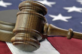 Judges gavel and American Flag — 图库照片