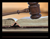 Gavel over weathered book — Stockfoto