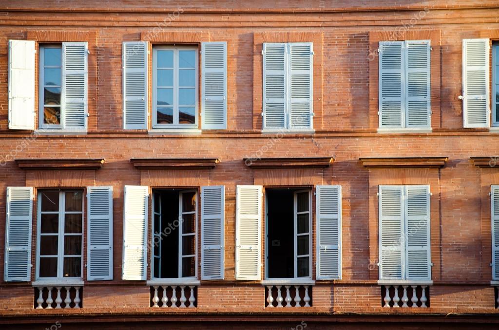 traditionelle franz sische fenster mit blauen fensterl den stockfoto 30677633. Black Bedroom Furniture Sets. Home Design Ideas