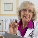 glad läkare i hennes kontor — Stockfoto