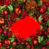 Corona di vacanze con centro rosso — Foto Stock