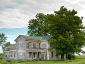 Old Gray House in Upper New York State. — Stock Photo