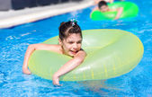 Girl swims in pool in circle — Stock Photo