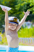 Boy with sailor cap in swiming pool — Stock Photo