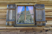 Window of a typical mountain hut in Italy, Europe — Stok fotoğraf