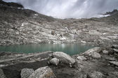 Small mountain lake in the north italian alps — Stok fotoğraf