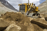 Excavator moving rocks in Ladakh, India — Stok fotoğraf